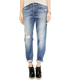 ef3e05e592019 Distressed rolled jeans    MOTHER The Loosey Jeans Celebrity Airport Style