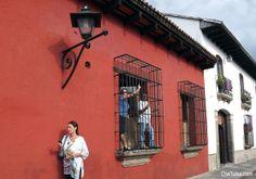 Ni Amsterdam ni un zoológico, gente en la ventana. Usará Impulse Machy? #Guatemala #Antigua