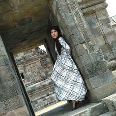 this model wearing hijab off azzyyu fashion