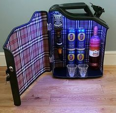 JERRY CAN MINI BAR WITH LIGHTS PLUS OPTIC , PALLET WINE BOTTLE GLASS HOLDER