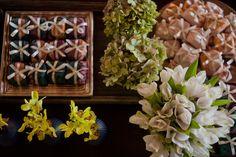 Flores e decoração: Bothanica Paulista Event Management, Floral Wreath, Table Decorations, Fruit, Flowers, Plants, Arab Wedding, Wedding Blog, Wedding Inspiration
