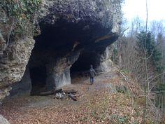 Abenteuerlicher Familienausflug zu den Höhlen Hohlenstein bei Zihlschlacht (in der Nähe von Sitterdorf, Bischofszell) | Streunr Stones