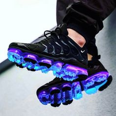 nike shoes adidas whhfashion me nikeairmax airmax yeezy want fitness cheap shopping instagood daily Cool Nike Shoes, Nike Air Shoes, Nike Heels, Shoes Sport, Running Shoes, Cute Sneakers, Shoes Sneakers, Sneakers Style, Kicks Shoes
