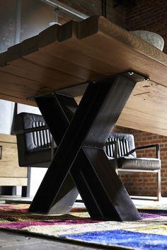 Gigantisch - GIANT Esstisch mit 8 cm vollmassiver Wildeiche Esstisch Platte. Stahlgestell aus T-Trägern 16 cm geschweisst. Bis 300 cm Länge online bestellen.