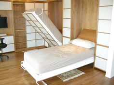 Decorate your room in a new style with murphy bed plans Build A Murphy Bed, Murphy Bed Desk, Murphy Bed Plans, Desk Bed, Murphy Bunk Beds, Double Bunk Beds, One Room Flat, Modern Murphy Beds, Hidden Bed