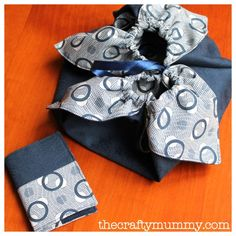 Origami Bag Tutorial - the crafty mummy - this quick sewing project produces a cute draw-string bag that showcases both sides of the fabric Origami Bag, Origami Star Box, Fabric Origami, Origami Fish, Origami Paper, Sewing Tutorials, Sewing Crafts, Sewing Projects, Sewing Patterns