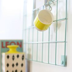 Block design wire mesh memo-board blue