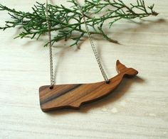 whale necklace wood. The ocean's queen. minimalist jewelry -sea lovers - cachalot - Kishboo (Valencia, Spain)