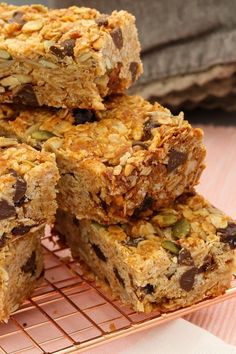 These really are the very best homemade muesli bars. soft & chewy with just the right amount of crunch! Healthy Baking, Healthy Treats, Healthy Bars, Cereal Recipes, Baking Recipes, Homemade Muesli Bars, Healthy Muesli Bar Recipe, Snacks Homemade, Homemade Recipe