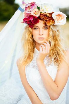 Beautiful bridal floral crowns for a unique bridal look! Read