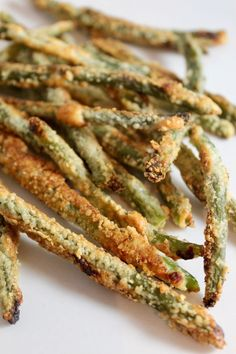 Parmesan Crusted Oven Fried Green Beans//// Came out do good ; didn't have heavy cream used light cream & it was fine. Parmesan Crusted Green Beans, Crispy Green Beans, Baked Green Beans, Grilled Green Beans, Green Beans In Oven, Air Fried Green Beans, Roasted Green Beans, Grilling Recipes, Ideas