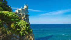 SOUND: https://www.ruspeach.com/en/news/10485/     Чёрное море — это внутреннее море бассейна Атлантического океана. Оно соединено с Мраморным морем, с Эгейским и Средиземным морями, а также с Азовским морем. Площадь Чёрного моря составляет 422 000 км². Наибольшая глубина составляет 2210 м. Основной особенностью Чёрного моря является полное отсутствие жизни на глубинах более 150—200 м из-за высокого уровня сероводорода в воде. На этой глубине живут только анаэробные бактерии.