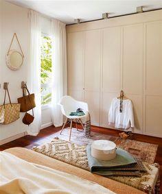 Dormitorio con armario en color beige