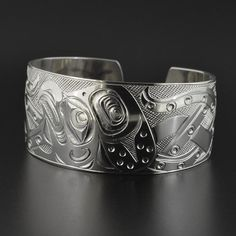 The sterling silver bracelets have actually been popular amongst ladies. These bracelets are available in various shapes, sizes and designs. Silver Earrings Online, Silver Jewelry Box, Silver Jewellery Indian, Wholesale Silver Jewelry, Golden Jewelry, Gold Jewellery Design, Sterling Silver Bracelets, Jewelry Bracelets, Silver Rings