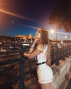budapest fashion images, image search, & inspiration to browse every day. Teen Photography Poses, Cute Photography, Photography Camera, Portrait Photography, Tmblr Girl, Foto Casual, Instagram Pose, Insta Photo Ideas, Girl Photo Poses