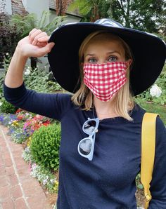 A Face Mask Is a Nonnegotiable for These Celebrities | Glamour Jennifer Aniston, Jennifer Lopez, Pregnant Actress, Katherine Schwarzenegger, Judi Dench, Beautiful Mask, Red Gingham, Red Carpet Looks, Health And Safety