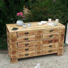 20 Brilliant DIY Pallet Furniture Design Ideas to Inspire You - diy pallet creations Buy Pallets, Recycled Pallets, Wood Pallets, Diy Pallet Furniture, Rustic Furniture, Furniture Design, Palette Deco, Pallet Creations, Barbie Furniture