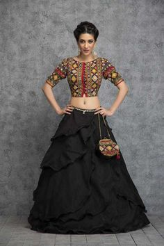 31 New Navratri Chaniya Choli Designs to Try in 2017 - LooksGud. Choli Designs, Lehenga Designs, Saree Blouse Designs, Indian Attire, Indian Wear, Indian Dresses, Indian Outfits, Pakistani Dresses, Chanya Choli