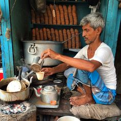 """""""India: chai walla"""" #cuiatw @travel_stained"""