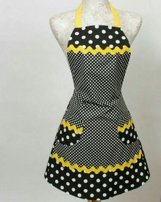 Black Yellow Ric-Rac Apron, Black and White Polka Dots trimmed in Yellow with jumbo Ric Rac. (I'd prefer lime green instead of yellow! Retro Apron, Aprons Vintage, Sewing Hacks, Sewing Projects, Black N Yellow, Yellow Stripes, Bright Yellow, Color Yellow, Cute Aprons