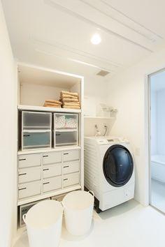 堅田の家 | ソラマド写真集 House Inspo, Home, Kitchen Design, Washroom, Washing Laundry, Interior, Home Appliances, Kitchen Styling, Room