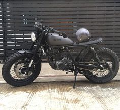 Go look at a couple of my most desired builds - tailor made scrambler ideas like this Suzuki Cafe Racer, Cg 125 Cafe Racer, Estilo Cafe Racer, Custom Cafe Racer, Cafe Racer Build, Honda Scrambler, Cafe Racer Motorcycle, Honda Cb750, Tracker Motorcycle