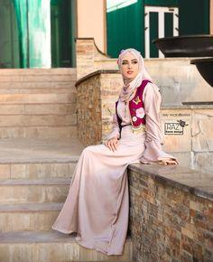 Muslim Fashion, Hijab Fashion, Fashion Outfits, Beautiful Muslim Women, Beautiful Hijab, Turkish Fashion, Turkish Style, Bridesmaid Dresses, Prom Dresses