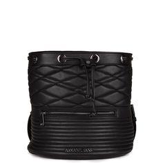 Γυναικείο σακίδιο πλάτης-πουγκί της σειράς Armani Jeans από πολυεστέρα και βαμβάκι με θήκες εσωτερικά, μαγνητικό κούμπωμα. Διαθέτει αλυσίδες που πιάνουν στην πλάτη και μεταλλικό λογότυπο Armani εξωτερικά. Διαστάσεις:26x27x24