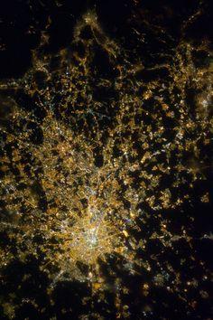 Milan_at_Night.JPG (2832×4256)