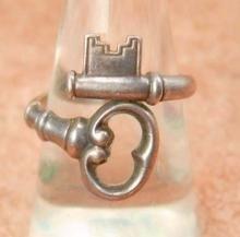 Vintage Sterling SKeleton Key ring Gothic and medieval Size 8