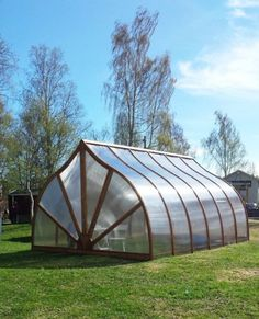 "Visit our internet site for more relevant information on ""greenhouse design layout"". It is an outstanding place to learn more. Dome Greenhouse, Small Greenhouse, Greenhouse Wedding, Greenhouse Plans, Growing Plants, Growing Vegetables, Pergola, Wooden Greenhouses, Green House Design"