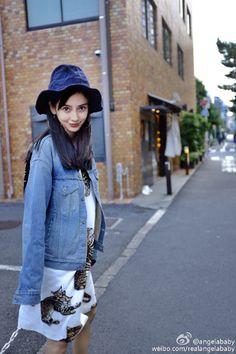 Angelababy秀美照寬鬆洋裝藏不住4月孕肚 - 自由時報電子報
