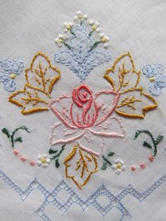 Lot of 4 embroidery vintage handkerchief. by patronescostura                                                                                                                                                                                 Mais