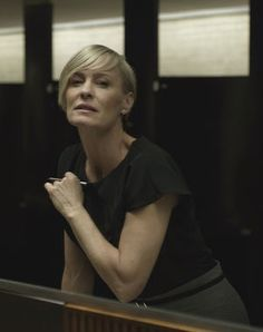 claire underwood Claire Underwood Style, Frank Underwood, Robin Wright Hair, Black Christian Louboutin, Classy Outfits, Classy Clothes, Olivia Pope, Skinny Belt, House Of Cards