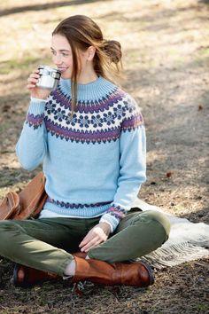 Islantilaisneule saa näyttävyyttä monivärisestä kaarrokkeesta - Kotiliesi.fi Knitting Needles, Knitting Yarn, Sweaters For Women, Men Sweater, String Bag, Market Bag, Knitted Bags, Ikon, Turtle Neck