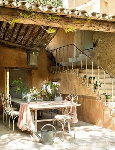 provencal farmhouse //// this is so french. But, damn. they know farmhouses.