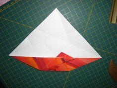 instrucción 4 para hacer una corona navideña de origami
