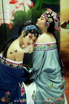 Chinese opera make-up