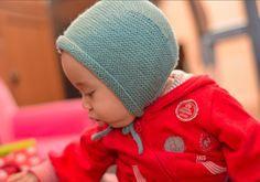 Je ne sais pas si vous voussouvenez mais l'hiver dernier Virginie avait fait un bonnet avec écharpe intégrée pour sa fille (Son petit nom c'était «Mélusine»). C…