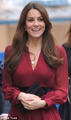 Kate Middleton ricompare per la presentazione del suo ritratto ufficiale » Gossippando.it | Gossippando.it