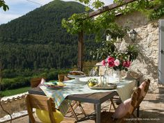 Outdoor dining at L'Arco, which is one of Bachetoni's Italian farmhouses in the stone hamlet called Pianciano near Spoleto.