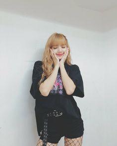 Lisa Blackpink [lalalalisa_m] Kim Jennie, Jenny Kim, Forever Young, Kpop Girl Groups, Kpop Girls, Lisa Blackpink Wallpaper, Kim Jisoo, Blackpink Photos, Blackpink Lisa