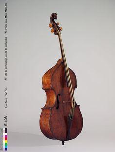 Contrebasse de viole Pellegrino di Zanetto vers 1550 Brescia / Italie / Europe Musée de la musique Double Bass, Cello, Musical Instruments, Guitars, Musicians, Cool Stuff, Painting, Inspiration, Orchestra