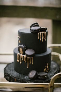 Black cake with gold drips + black macarons | Image by Wianda Bongen Photography