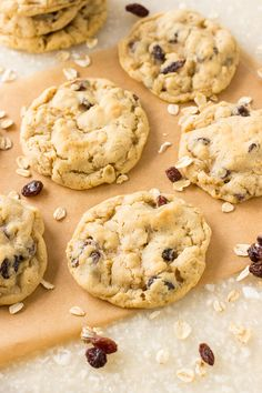 The BEST Oatmeal Raisin Cookies ( + cranberries, white/milk chocolate chips ? Mini Desserts, Cookie Desserts, Cookie Recipes, Delicious Desserts, Dessert Recipes, Yummy Recipes, Oreo Dessert, Crackers, Best Oatmeal Raisin Cookies