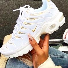 0 head jordans adidas shoes Designer Clothes, Shoes & Bags for Women All Nike Shoes, Kicks Shoes, Hype Shoes, Adidas Shoes, Souliers Nike, Tn Nike, Jordan Shoes Girls, Cute Sneakers, Herren Outfit
