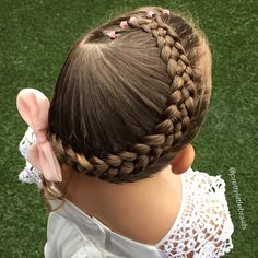 I feel honoured that this weeks @cutegirlshairstyles Tutorial is our Stacked Pull Through Braid in a ponytail version! ❤️❤️ Thank you Mindy for having confidence in my idea and giving it a go, it means so much. Of course you made it look AMAZING!!!  Small elastic style with wrap around 5 strand braid today. Happy Monday everyone!  #littlegirlshairstyles #cutegirlshairstyles #braid #braids #braidsforgirls #braidphotos #instabraid #instahair #peinados  #cutehairstyles101 #geflochten…