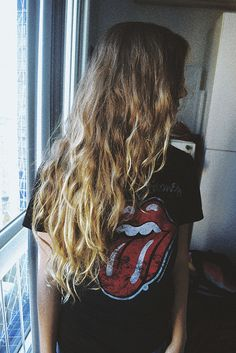 hushed-dreams: crystvllized: grunge Love her hair Soft Grunge, Grunge Style, Messy Hairstyles, Pretty Hairstyles, Hair Inspo, Hair Inspiration, Fashion Inspiration, Le Grand Bleu, Alternative Rock