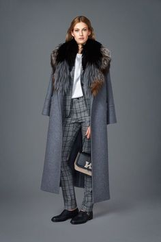 Kiton Fall 2017 Ready-to-Wear Collection Photos - Vogue very Winterfell -Game of Thrones Fur Fashion, Fashion 2017, Love Fashion, Runway Fashion, Fashion Outfits, Fall Winter Outfits, Autumn Winter Fashion, Winter Trends, Winter 2017