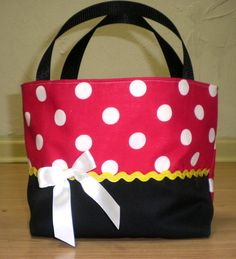 Classic Minnie Purse. $15.00, via Etsy. - I could easily make this with the correct fabric!